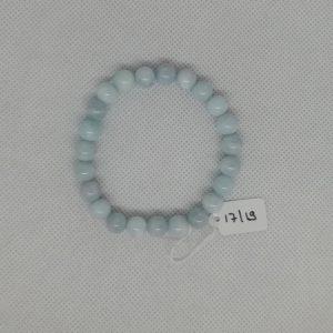 Bracelet composé d'un élastique doublé et agrémenté de perles Aigue-Marine de 8 mm. Grade AAA. Tour de poignet de 17 à 19 cm.