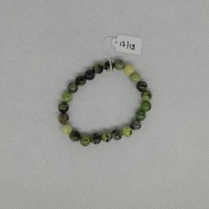 Bracelet composé d'un élastique doublé et agrémenté de perles Chrysoprase de 8 mm. Grade AAA. Tour de poignet de 17 à 19 cm.