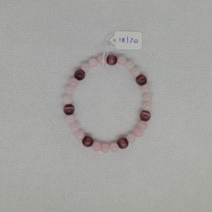 Bracelet composé d'un élastique doublé et agrémenté de perles Quartz Rose de 6 mm et Œil de chat Violet de 8 mm. Grade AAA. Tour de poignet de 18 à 20 cm